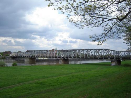 020506_most_kolejowy_za_mostem_warszawskim